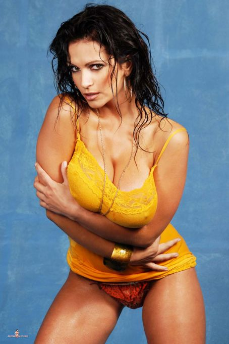 Awesome Hot Denise Milanisoo Hot Pics