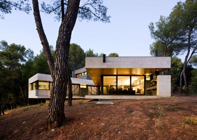 Rambed house by quim larrea katherine bedwell for V shaped house