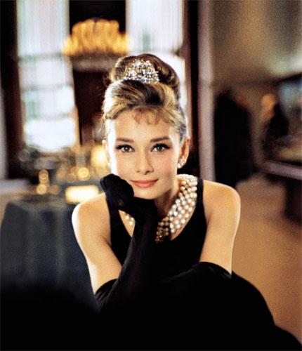 http://1.bp.blogspot.com/_38mLPvrRR4g/TVLo3DfgOfI/AAAAAAAAAGk/pujutbBEX10/s1600/Audrey+Hepburn2.jpg