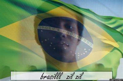eu por traz da bandeira do brasil
