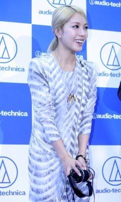 [Pics] BoA en Audio Technica Conferencia 2010100717535907400