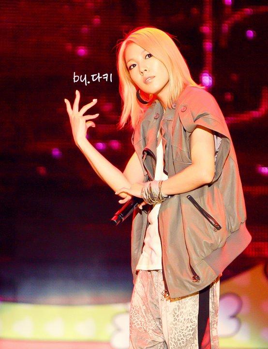 [Pics] BoA en Y Star Live Power Music  39587_165741593443150_100000219325397_581839_7846395_n
