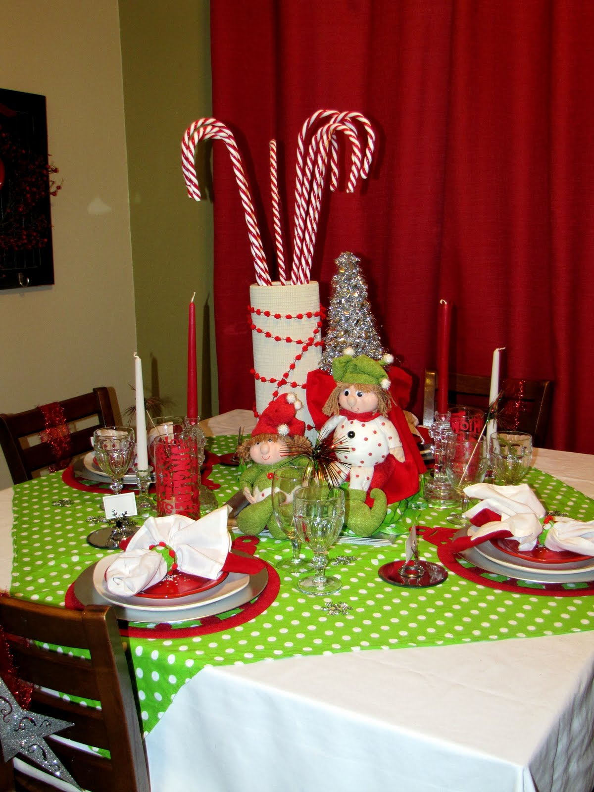 Here is a view of the the entire table . . . LOVE IT!!!! I know it may seem like a lot to some people but I guess that I have a disease and I ... & Me and My Bucket: Christmas Table-Scape