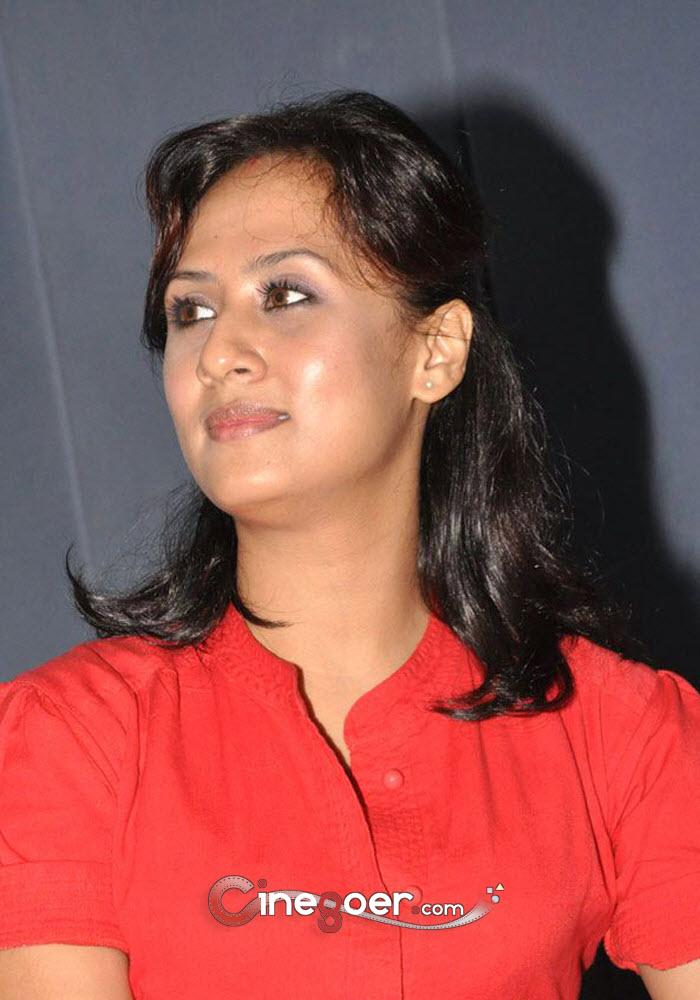 South Actress Maanu Photo Gallery Hd
