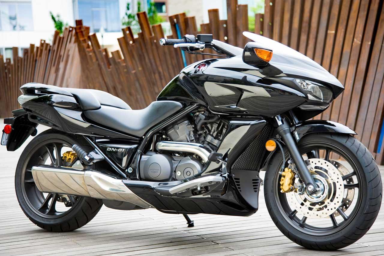 01 DN Honda Cruiser Motorcycle