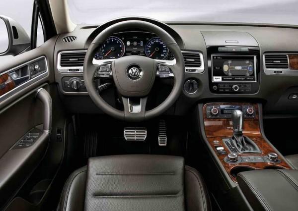 2011 Volkswagen Touareg Luxury Far More interior dashboard