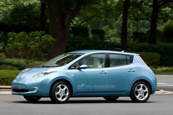 2011 Nissan Leaf Zero Emissions side view