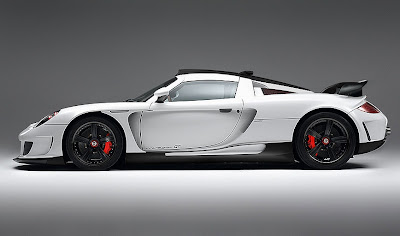 2010 Porsche Carrera GT with an engine V10.