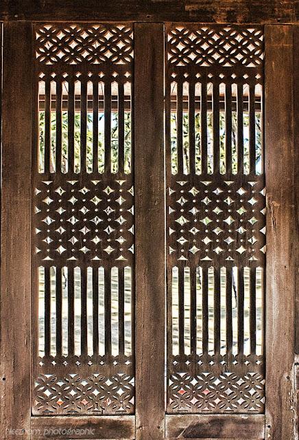 gambar seni ukiran kayu tradisional Melayu