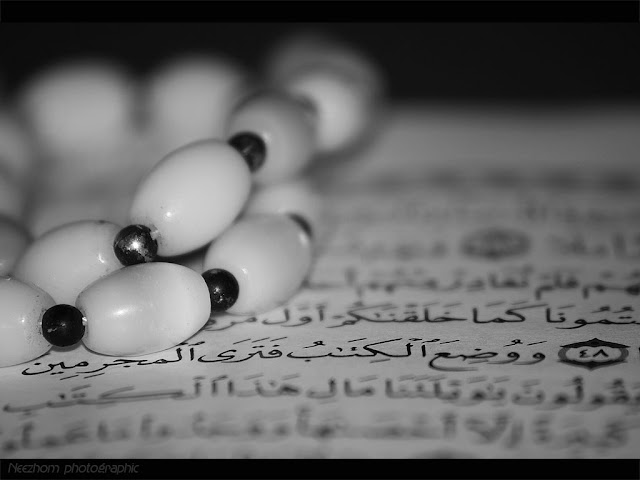 Tasbih on the Quran black and white picture