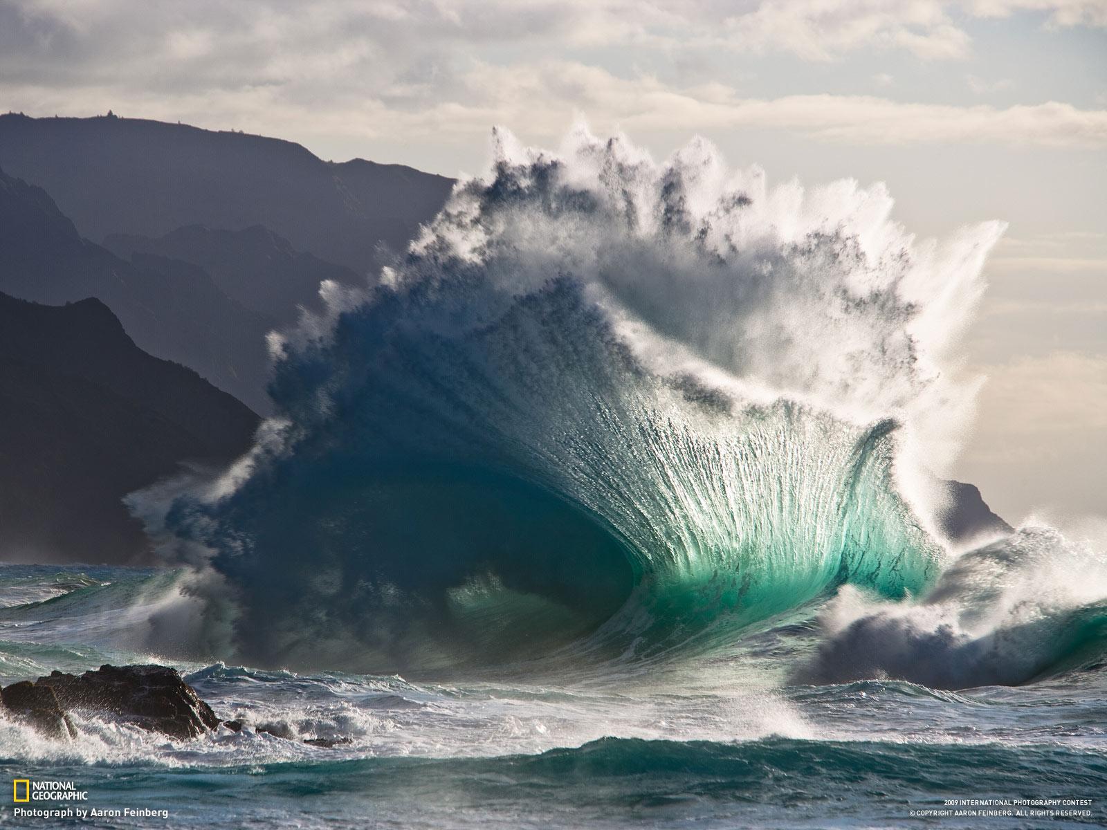 http://1.bp.blogspot.com/_3FTO6EjRbe4/SwxKIamhjuI/AAAAAAAAXaM/_ndg87vyAG4/s1600/1109wallpaper-1_1600+wave.jpg