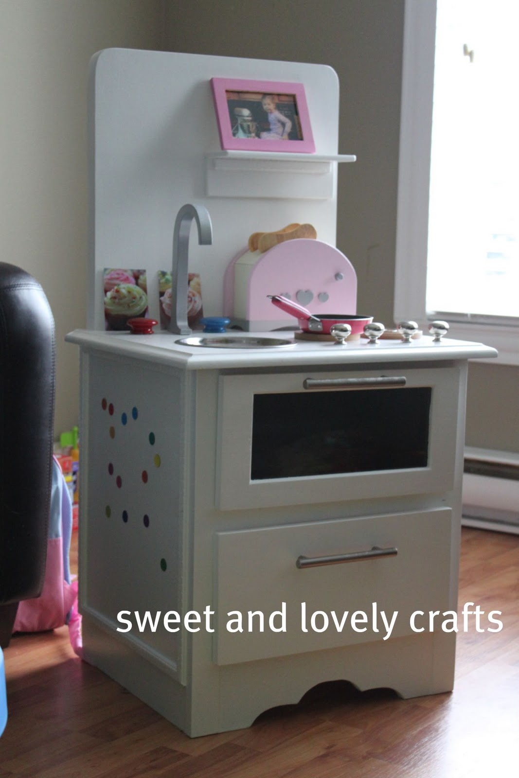 Sweet and lovely crafts claire 39 s new play kitchen for Play kitchen table