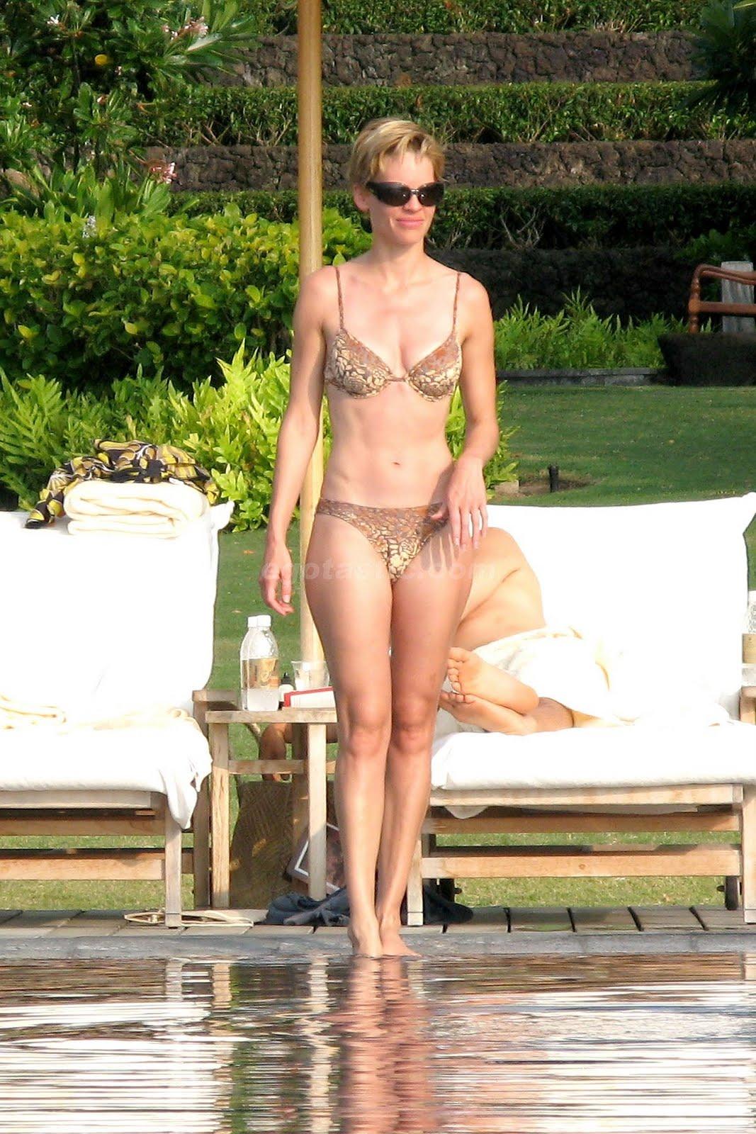 http://1.bp.blogspot.com/_3G4dg-GWVKI/TJNNYtRNi3I/AAAAAAAAIAI/nnswSLHxrek/s1600/12179_hilary-swank-bikini-1-17_123_172lo.jpg