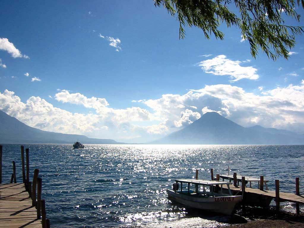 http://1.bp.blogspot.com/_3JqUh98Ecik/S_bQhlRSPYI/AAAAAAAAAIk/sFm_Gy_uhI0/s1600/Wallpaper_Guatemala_Lago_Atitlan_p78_de.jpg