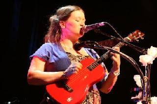 eliza carthy ukulele2 border=