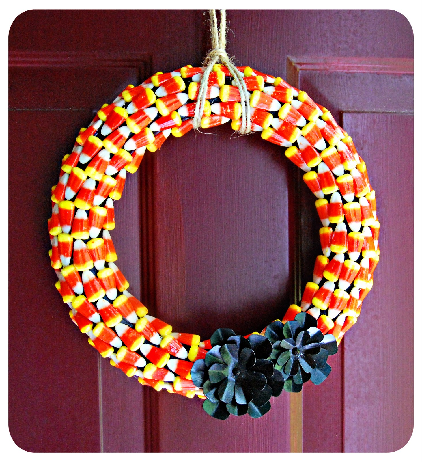 20 diy halloween wreath tutorials the 36th avenue - Interesting diy halloween wreaths home ...