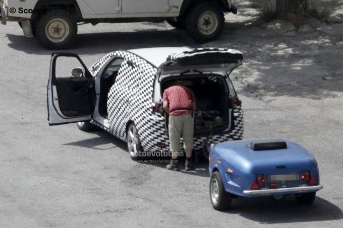 2012 opel zafira spy shots with camouflage garage car. Black Bedroom Furniture Sets. Home Design Ideas