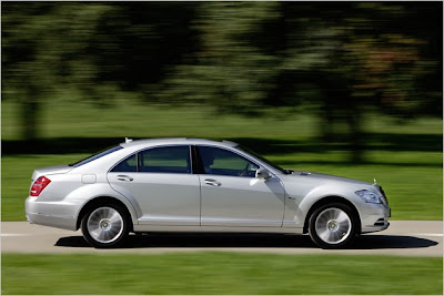 2011 Mercedes S 250 CDI BlueEFFICIENCY five-liter car coming