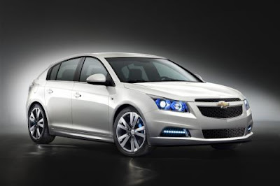 Spy shots enabled Chevrolet Cruze hatchback  details 2011 2012