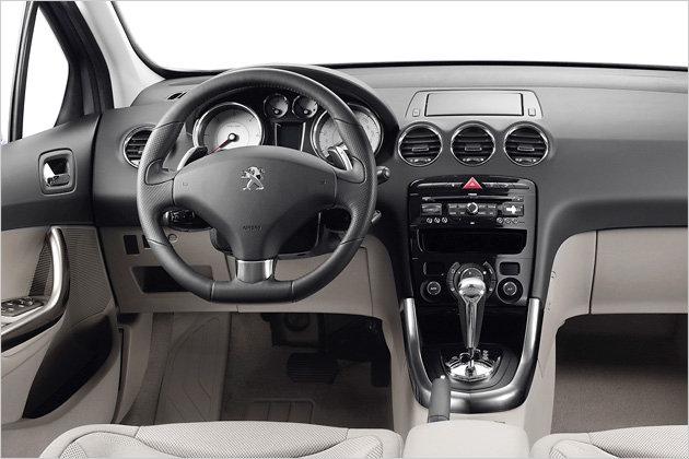 http://1.bp.blogspot.com/_3Nq7CKYaRdQ/TVAynwGUOvI/AAAAAAAAcEw/8_iuk64tYEE/s640/Peugeot-308-Facelift-old-new-interior.jpg