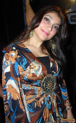 foto telanjang Sarah Azhari