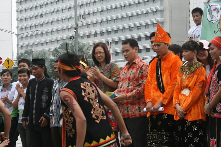 KPMKB Jakarta Aksi Promosi Pariwisata Kalbar VISIT KALBAR 2010 di Bundaran HI Jakarta