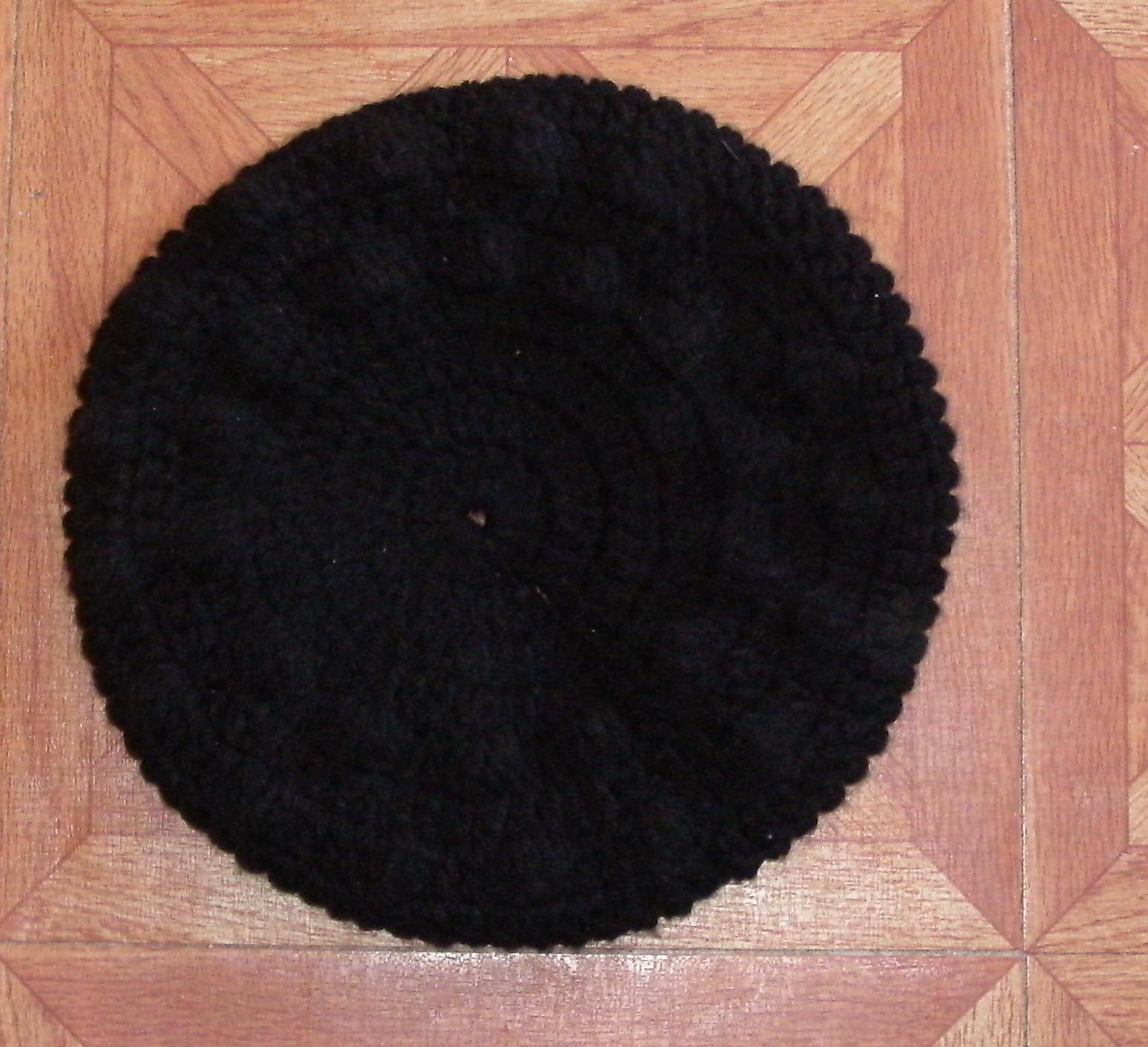 Boina tejida al crochet, con tecnica circular. Tiene dos vueltas con