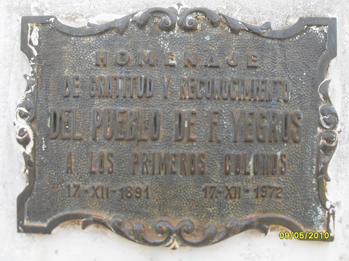 Placa Homenaje de Gratitud y Reconocimiento al pie del Aguaí.