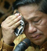 http://1.bp.blogspot.com/_3T9hwP4cgXM/TI9vwuOV4VI/AAAAAAAAApE/cSaCkHIjm9k/s1600/Presiden+SBY+Minta+Bantuan+Rakyat.jpg