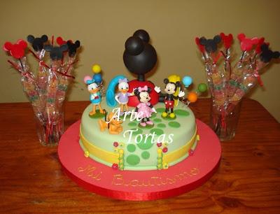 Torta de la Casa de Mickey Mouse con todos los persanajes y de
