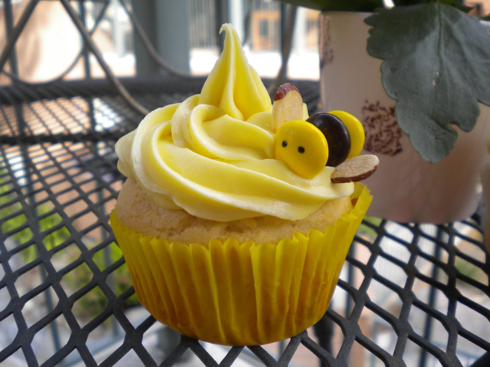 """Cupcake Wednesdays: Honey Cupcakes with Vanilla Frosting and """"Bees ..."""
