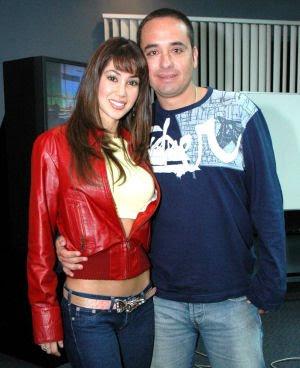 Melissa Loza junto a Roberto Martínez