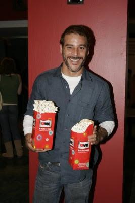 Adolfo Aguilar en el cine con su canchita