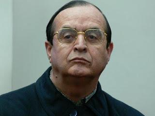 Vlademiro Montesinos con lentes