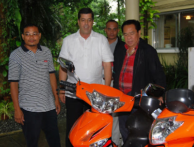 Willy Dela Cruz of Eagle Motorcycles, Dave Dewbre with Luis Chavit Singson next to the electric motor bike Chavit purchased.