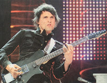 Matthew James Bellamy Cantante pianista del grupo de Rock Alternativo Muse