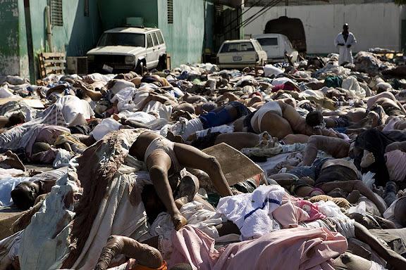 Los cadáveres se amontonan en Haití tras el terremoto