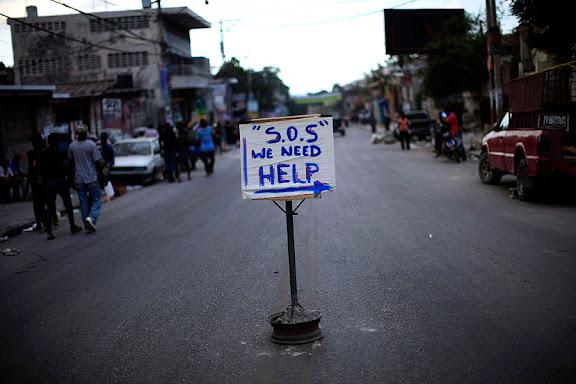 SOS, we need help. Haití pide ayuda.