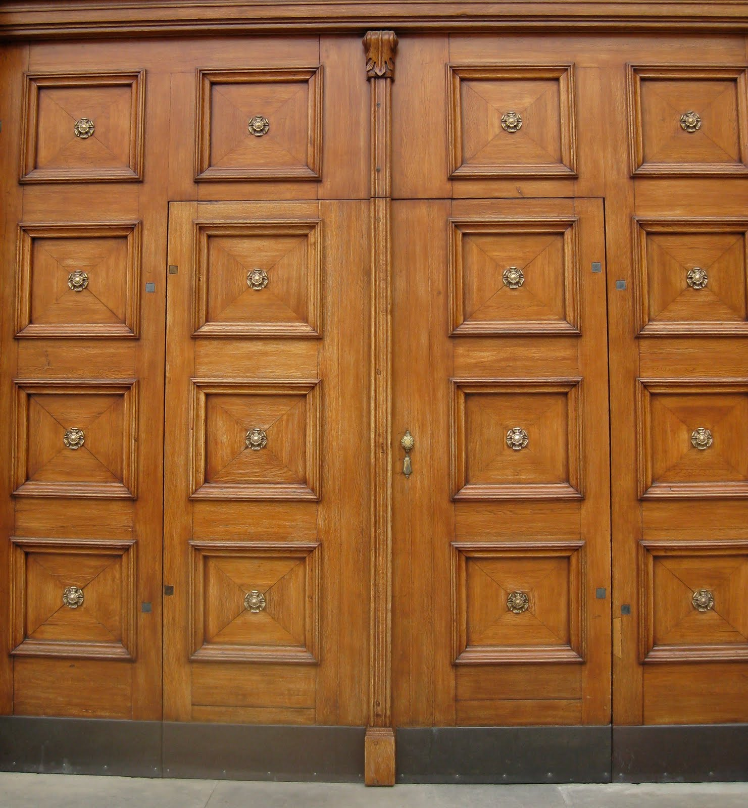 I like how this big door becomes 2 as well as 4 doors. How? Well 2 big doors and in each of those doors another smaller door! Cool huh? I think so! & The Door Hunter: May 2010 pezcame.com