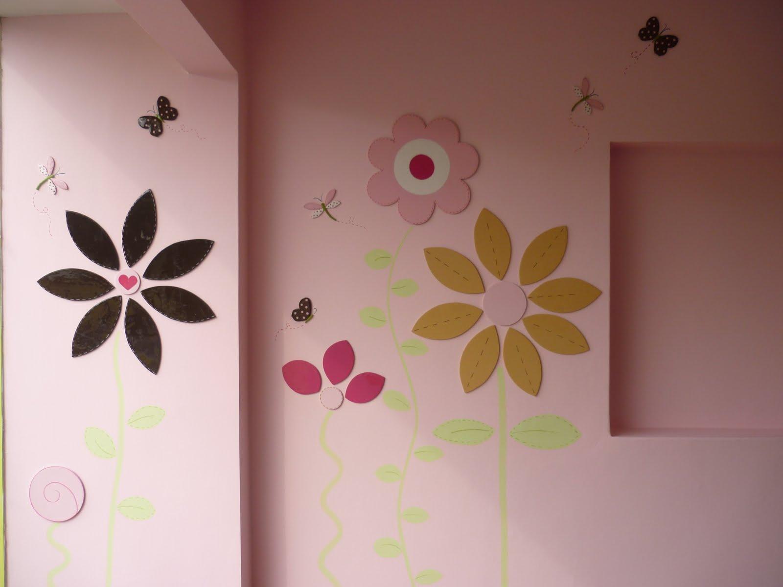 Spazzio infantil vitrina mural ni o y ni a for Mural de flores y mariposas