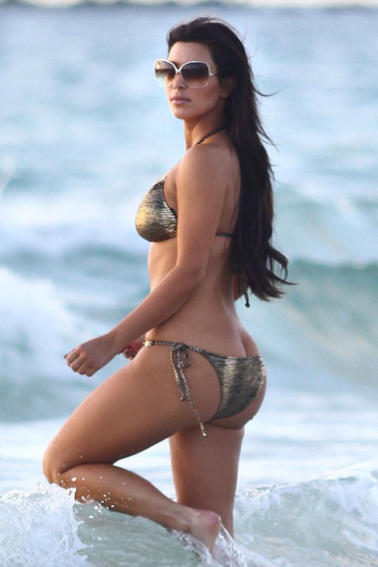 Kim Kardashian cocinando al desnudo en foto