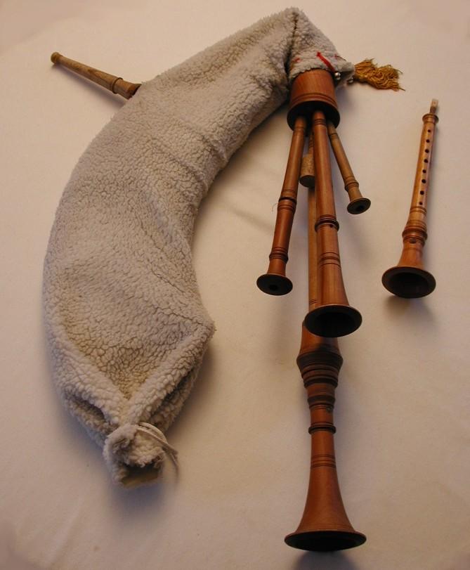 Alan the rainpiper una cornamusa sotto la pioggia storia for Piani di una palazzina di una storia