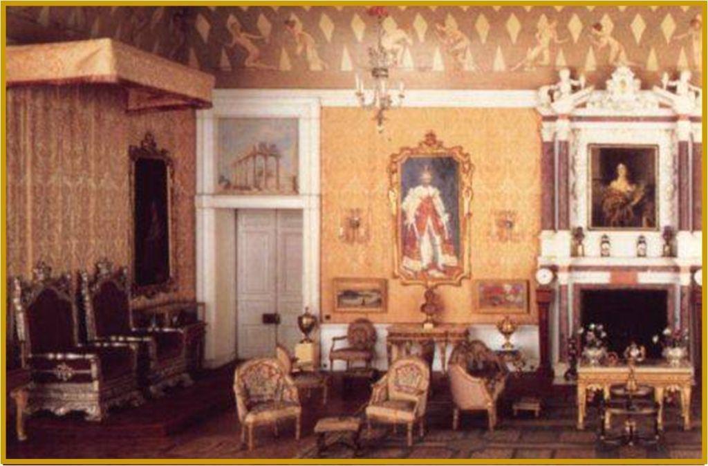 Salón del Trono de la casa de muñecas de la Reina Isabel II de