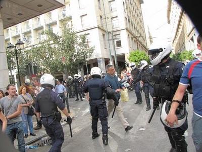 Σταχυολογούμε από τις Σταχυολογήσεις φωτογραφίες της προχτεσινής διαδήλωσης Foto_dias__10_uwg1t4