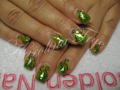 Nail Art Ideas 2010 - Ladybug-1
