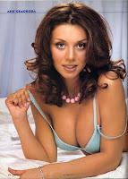 Красивая Аня Седокова на фотографии из фотосессии для мужского журнала Maxim в 2004 году
