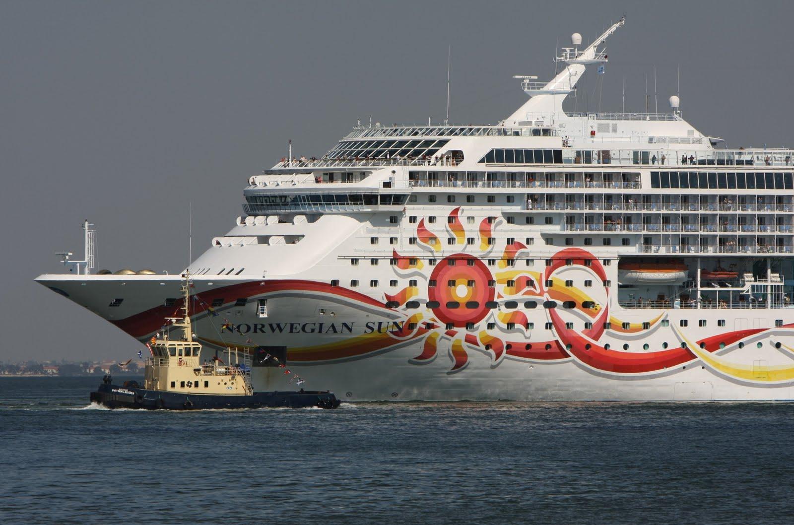 Ships Photo Gallery NORWEGIAN SUN  Norwegian Cruise Line