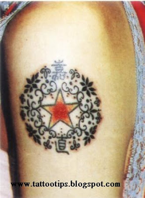 a circle round picture star tattoo