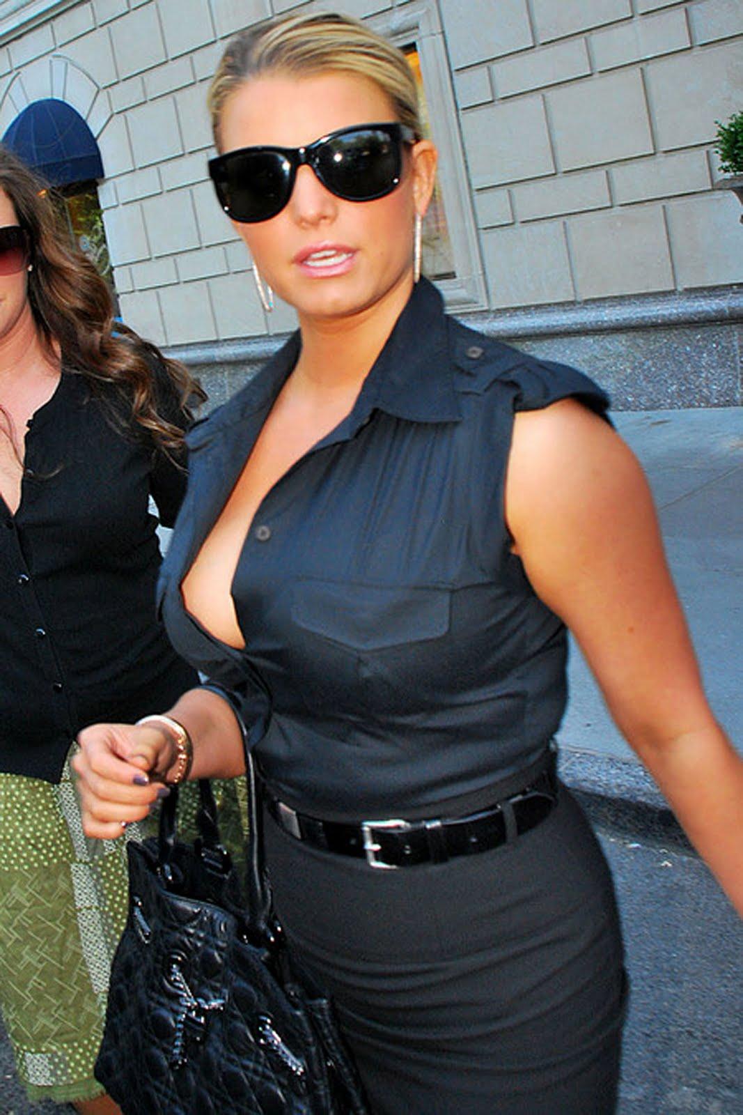 http://1.bp.blogspot.com/_3jGuIxnGX-M/TFqQKOCsntI/AAAAAAAAAhg/aNwlQuXh5c0/s1600/jessica-simpson-boobs.jpg