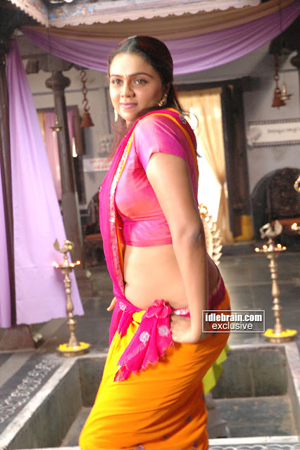 Actress Abhinaya Sri Navel Show Photos